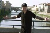 Justin Bieber si fa la pipì sui pantaloni? Lui ironizza in questo modo.