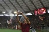 Totti annuncia la fine della sua carriera da calciatore nella Roma.