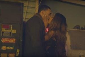 Ariana Grande si innamora nel video di Into You.