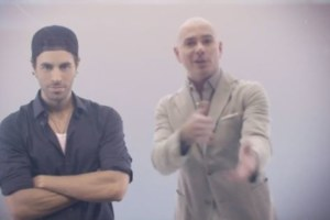 Guarda Pitbull & Enrique Iglesias nel video di Messin' Around.