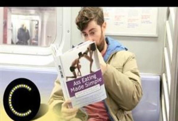 Reazione delle persone in metro a copertine di libri hot.
