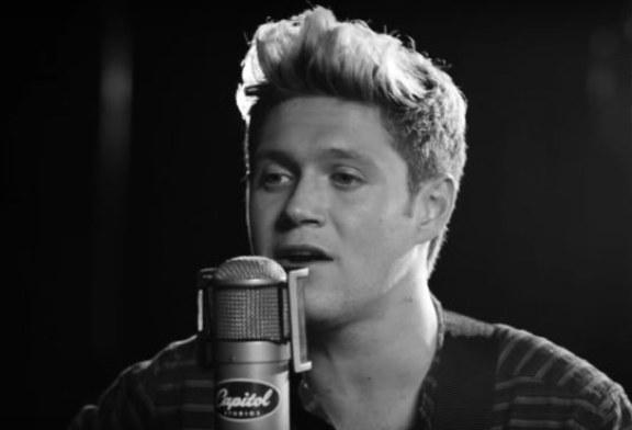 Niall Horan canta da solo This Town, sentite un po' qui.