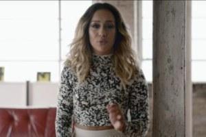 Rebecca Ferguson pubblica il video per Bones ma cosa succede al ragazzo nella clip?