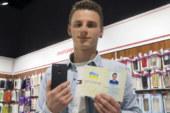 Un uomo ha appena cambiato il suo nome in iPhone 7 per vincere un telefono gratis