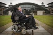 """Stephen Hawking allerta l'umanità da un nemico: """"l'obesità""""."""