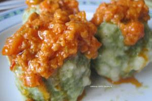 Ricetta per preparare i canederli agli spinaci senza uova.