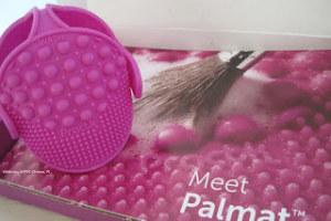 Un metodo facile e veloce per lavare i pennelli che si usano per il make up.
