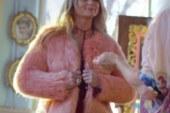 Miranda Lambert si rifà il look nel video per We Should Be Friends.