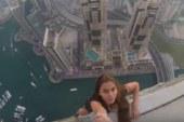 Questa modella di 22 anni è stata criticata per le foto pericolose sopra un grattacielo.