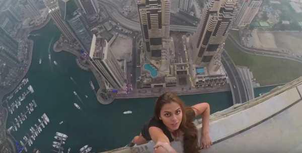 modella criticata foto pericolose sopra un grattacielo