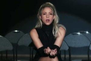 Shakira va di bachata non-stop nel video per Deja Vu.