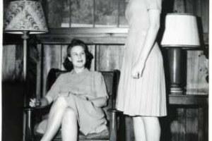 La storia della depilazione femminile, ecco quando le donne hanno iniziato a radersi e curarsi il corpo.