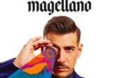 """Francesco Gabbani in versione estate 2017 nel video di """"Tra le Granite e Le Granate""""."""