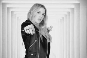 Video & Testo di Something In The Way You Move di Ellie Goulding