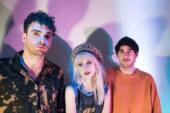 """Video dei Paramore che cantano """"Passionfruit"""" di Drake alla BBC Radio 1"""