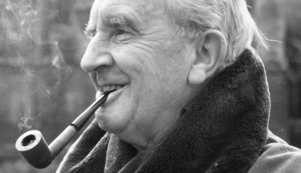 Nicholas Hoult in lizza per interpretare Tolkien nel film biopic sull'autore