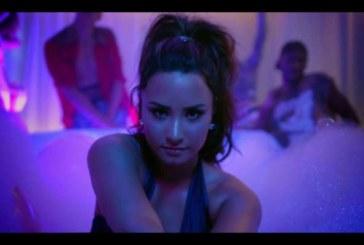 Nel video di Sorry Not Sorry, Demi Lovato festeggia con Paris Hilton, Jamie Foxx e Wiz Khalifa