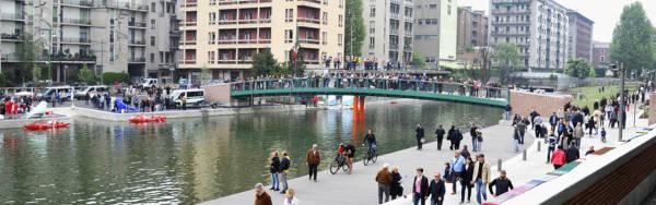 belle ragazze a Milano - foto della darsena