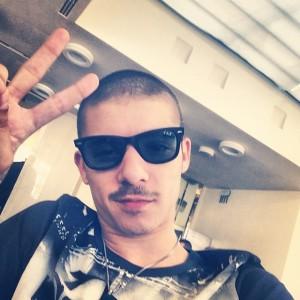 Moreno taglia i capelli a zero