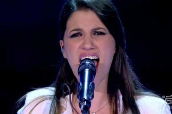 Deborah Iurato canta ad Amici