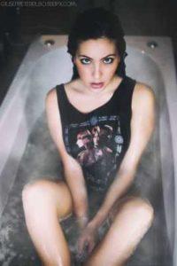 Roberta Tirrito foto sexy sulla vasca
