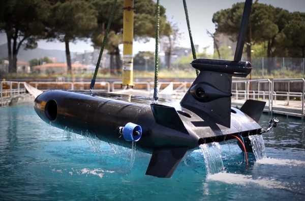 Una foto di un drone subacqueo