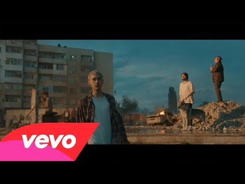 Years & Years nel video di Eyes Shut
