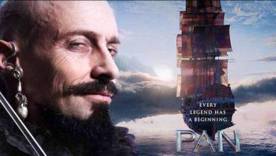 Pan recensione - il poster del film con Hugh Jackman in primo piano