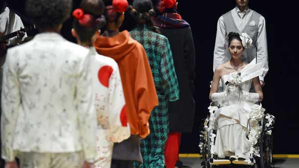 Una passerella con solo modelle disabili