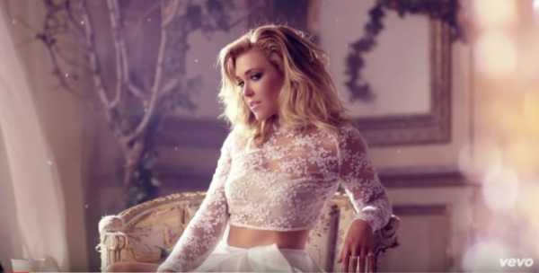 una foto di rachel platten tratta dal video di stand by you