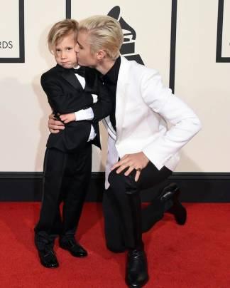 Justin Bieber col fratellino - Red Carpet Grammy Awards 2016