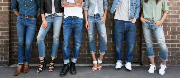 Varie tipologie di jeans