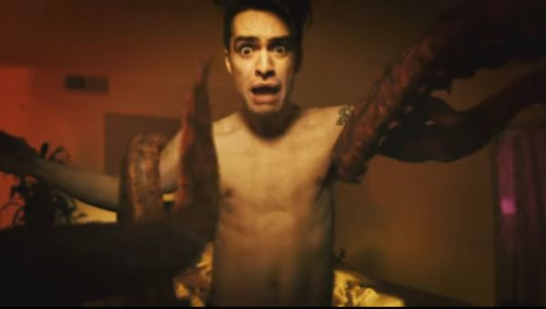 Panic! at the Disco - video Don't Threaten Me With A Good Time