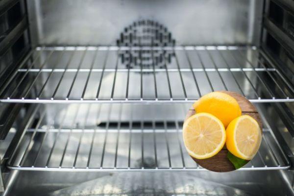 Trucco scacciare mosche forno limoni