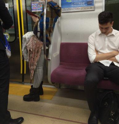 dormire in pubblico significa avere successo
