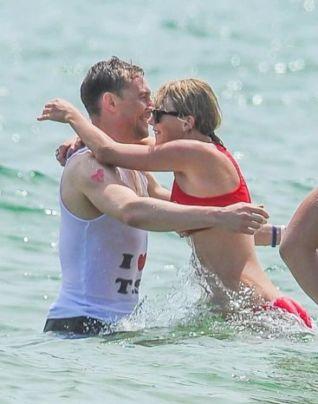 Taylor Swift e Tom Hiddleston al mare