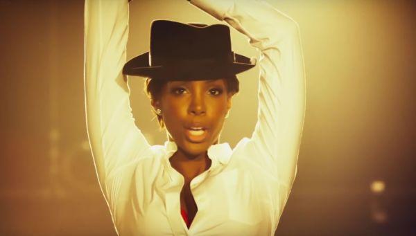 Kelly Rowland video Dumb