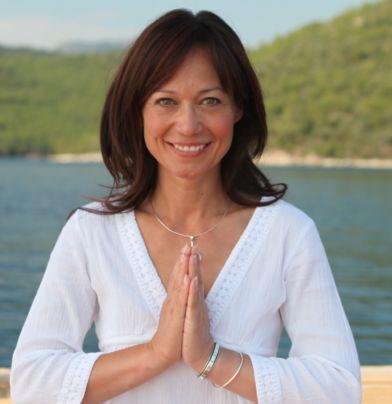 Leah Bracknell in fase di Yoga