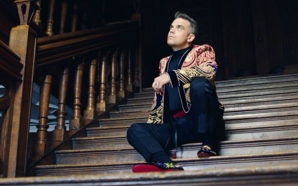 Robbie Williams sorprende una fan duettando con la figlia
