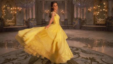 La Bella e La Bestia recensione - Emma Watson col vestito giallo in La Bella e La Bestia.