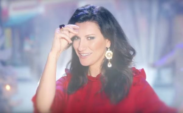 Laura Pausini video Santa Claus is coming to town