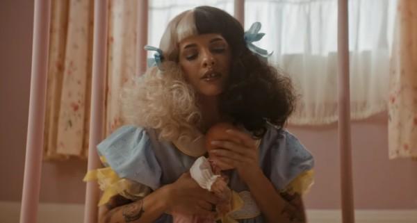 Melanie Martinez nel video per Pacify Her