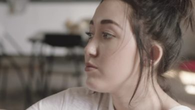 Noah Cyrus nel video per Mame Me (Cry)