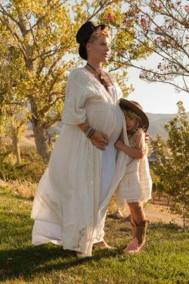 Pink incinta del suo secondo figlio con la figlia Willow
