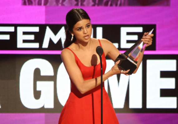 Selena Gomez AMAs 2016