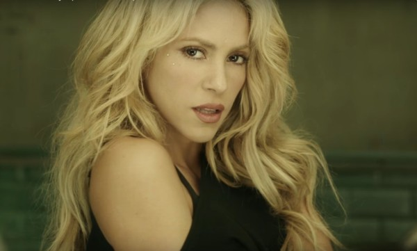 Shakira nel video per Chantaje