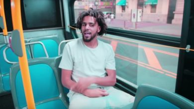J. Cole in un autobus nel video per False Prophets.