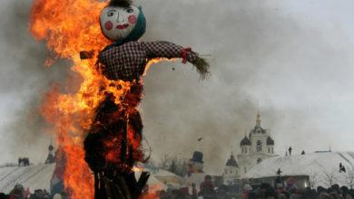 tradizione a capodanno in Ecuador - Bruciare uno Spaventapasseri