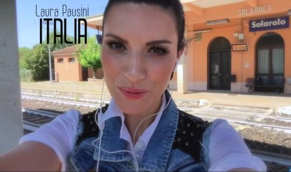 Laura Pausini nel video di Per La Musica