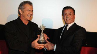 Mel Gibson rivela che presto farà un Italia. Qui in foto con Sylvester Stallone.